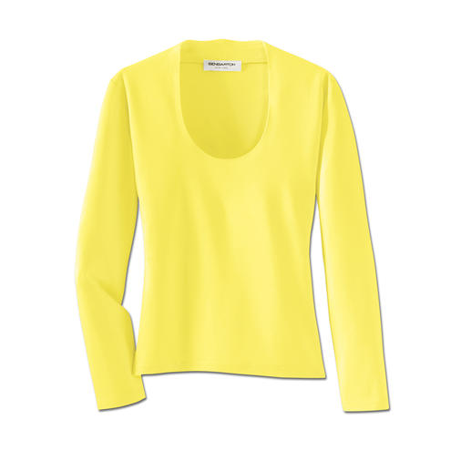 T-shirt idéal pour un blazer En viscose souple. Encolure profonde, col raffiné.