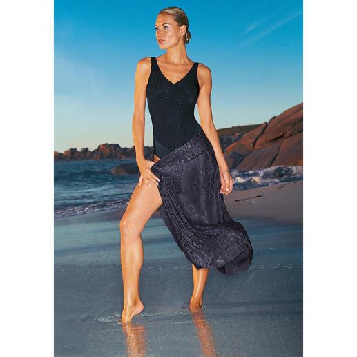 Maillot de bain noir Le maillot de bain pour les belles ondines élégantes. Coupe flatteuse, parfaitement seyante.