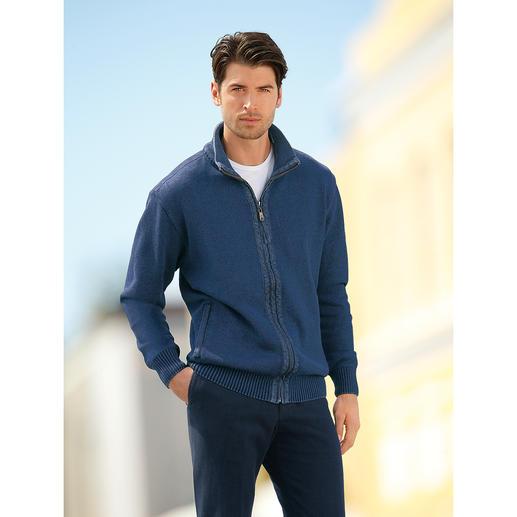 Gilet en tricot « easy care » Indigo Votre future gilet en tricot favori : un modèle facile à vivre, qui passe au lave-linge et au sèche-linge.