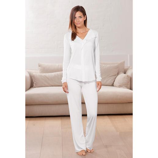 Pyjama couture en MicroModal® Chic-couture pour la nuit. Le pyjama au MicroModal® doux et à la beauté durable.