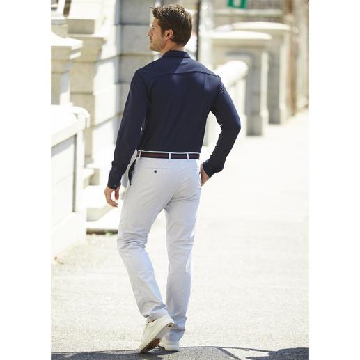 Pantalon milleraies Brax Discrets motifs milleraies pour ce pantalon estival en coton, beaucoup plus intéressant que la plupart des pantalons d'été.