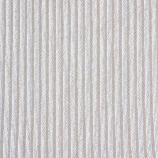 Pull côtelé à col roulé en cachemire FTC Parfait, même sous un blazer : de fines côtes originales en cachemire deux fils.