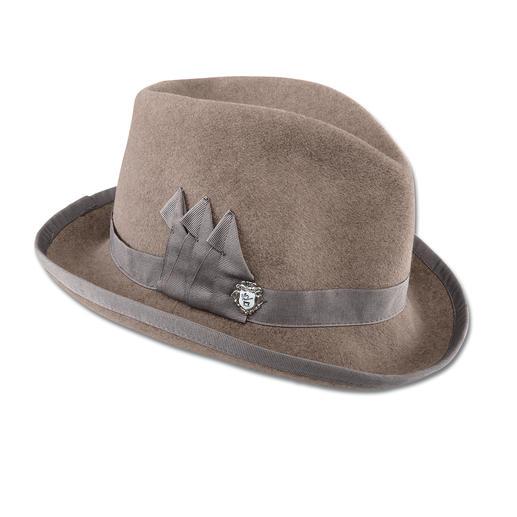 Homburg Ellen Paulssen Le Homburg, autrefois chapeau des hommes illustres, aujourd'hui revisité pour les femmes tendance.