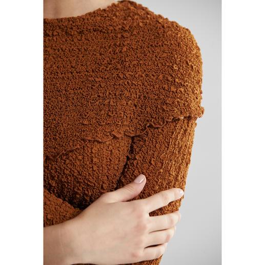 Pull en soie froissée décolleté Carmen ou col rond Peut être froissé. Ne pas repasser. La soie froissée garde toujours sa forme.