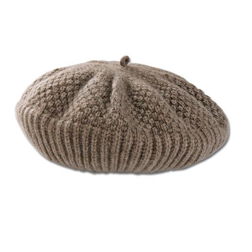 Le béret, l'écharpe ou les gants en cachemire Le béret basque, l'écharpe et les gants, par Johnstons, en Écosse.