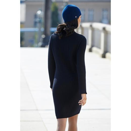 Robe tricotée Saint James « Maille Damier » Bleu foncé très sombre. Laine mérinos aux reflets soyeux. Motif intéressant.