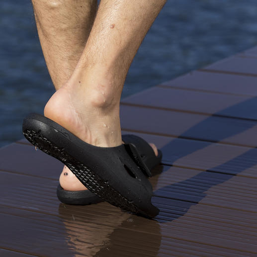 Sandales de bain pour homme ou femme Aquafeel de Fashy Antidérapantes sur les surfaces humides. Antibactériennes contre la mycose du pied.