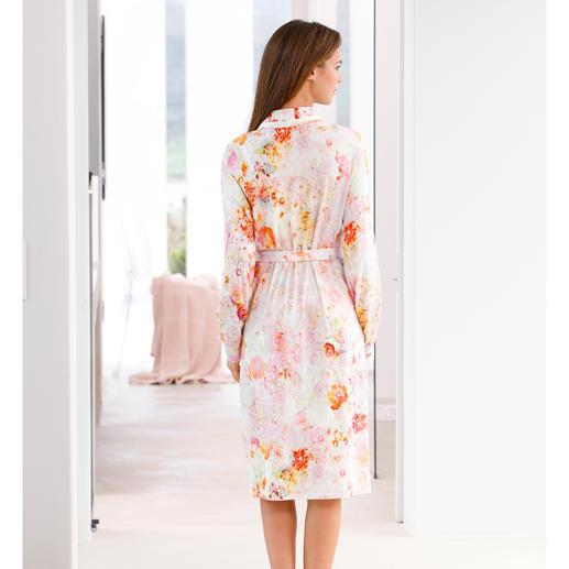 Peignoir « tapis de fleurs » Charmor Follement stylé et tellement agréable à porter. Mélange équilibré de coton et de modal.