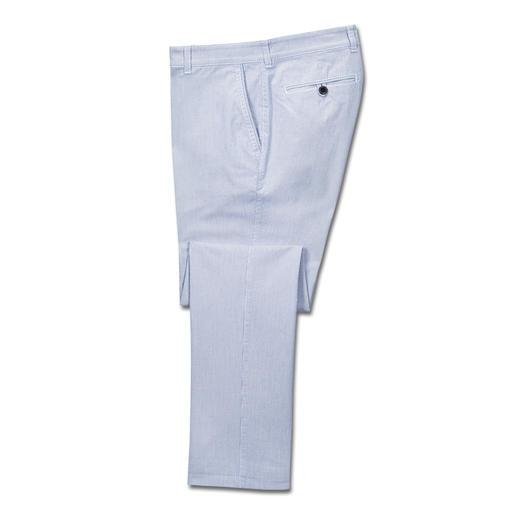Pantalon milleraies Brax Discrets motifs milleraies pour ce pantalon estival en coton. Par Brax.