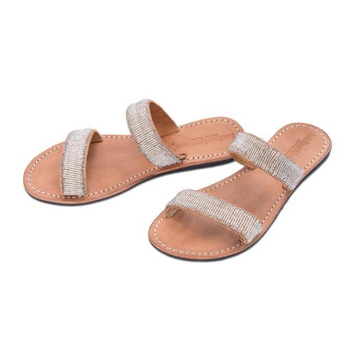 Mules plates à perles argent Laidback London Artisanat traditionnel africain : la chaussure tendance de cet été.