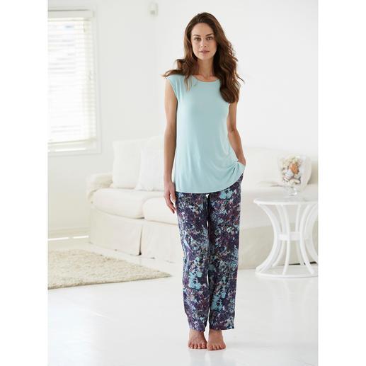 Pyjama Tatà Un duo exclusif : T-shirt caressant en MicroModal® + pantalon en viscose au tombé fluide.