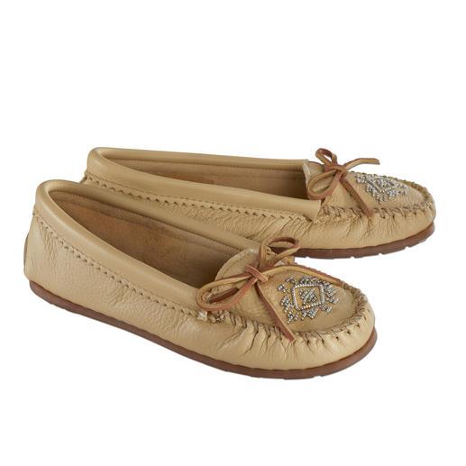Mocassins Minnetonka® à perles en cuir de cerf Un bienfait pour les pieds ! Mocassin réalisé selon une ancienne tradition indienne.