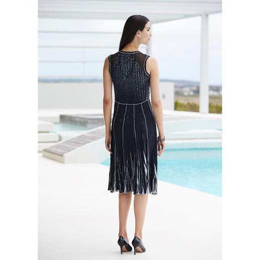 Robe de voyage Shelley Komarov Plissée Bien habillée sans effort. Confortable, facile d'entretien et tout de même élégante.