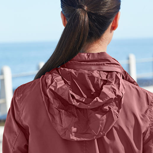 Veste technique femme Geox  « Breathing System » Style tendance, design italien.