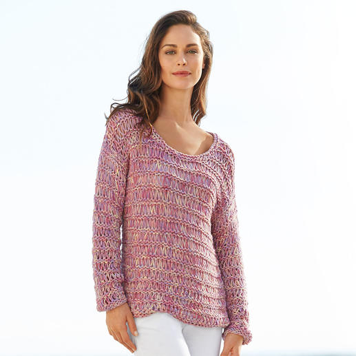 Pull-over en maille rubans Kero Design Teint et tricoté à la main : précieuse maille rubans en baby alpaga et laine mérinos.