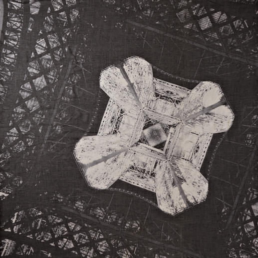 Carré Stylejunky « Eiffel Diamond » Alliance réussie d'art photographique et de mode : une fascinante perspective de la tour Eiffel.