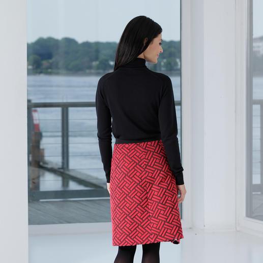 Jupe relief graphique Strenesse Preuve est faite qu'un classique peut également être tendance : la jupe à effet texturé par Strenesse.