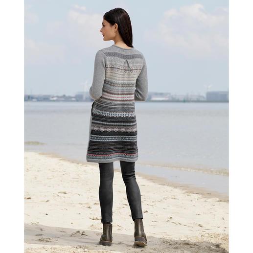 Robe en tricot Eribé Fair Isle Avec inclusion partielle de motif. Couleurs pastels. Ligne flatteuse.