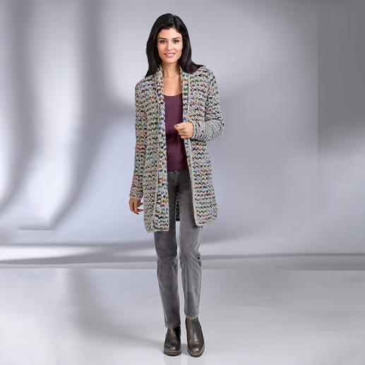Cardigan long multicolore tricoté main Kero Design Teinté et tricoté à la main : le cardigan long multicolore qui va avec tout ! Par Kero Design, Pérou.