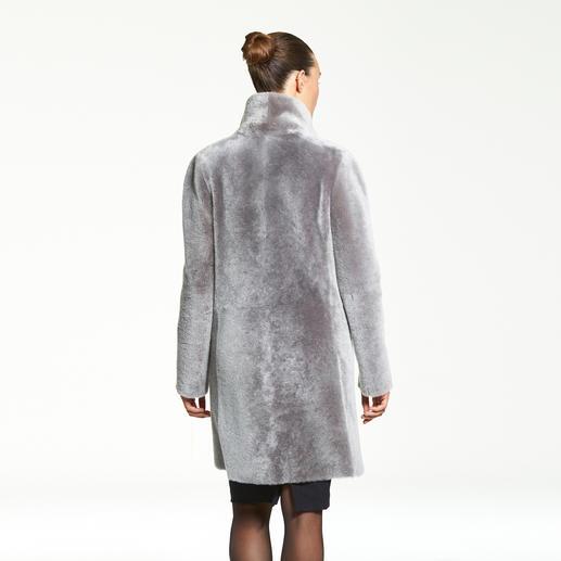 Manteau réversible en fourrure d'agneau Wunderfell Aujourd'hui un manteau de fourrure tendance, demain un classique intemporel en agneau retourné.