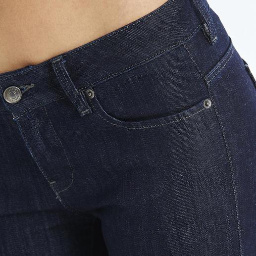 Jean business « Rina » Strenesse Un aspect denim brut actuel, une coupe soignée et une ligne parfaitement adaptée.