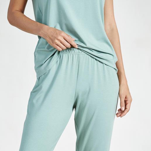 Pyjama couture Charmor Féminin, élégant, ultra doux et au tombé souple et fluide. (Et tout à fait abordable).