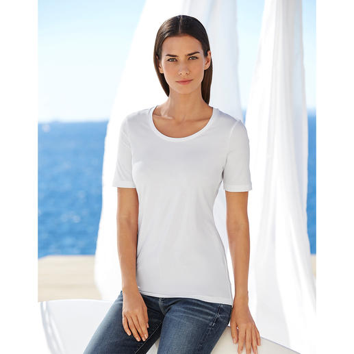 Pourquoi un shirt basique peut être une bonne affaire. Caractérisé par la bonne tenue de ses coupes et de ses couleurs, sa douceur satinée et son confort extensible.
