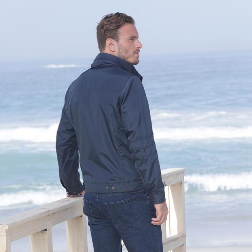 Veste technique homme Geox « Breathing System » La veste technique « respirante » au système d'aération breveté par Geox. Style tendance, design italien.