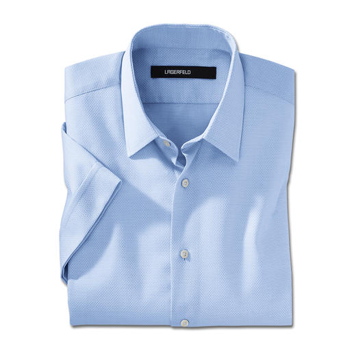 Une exception stylée : la chemise à manches courtes signée Lagerfeld. Une exception stylée : la chemise à manches courtes signée Lagerfeld.