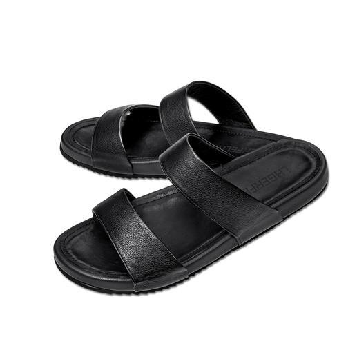 Sandales en cuir veau Lagerfeld La façon la plus stylée de porter des sandales. Design épuré signé Lagerfeld. Un noir sobre et du cuir veau.