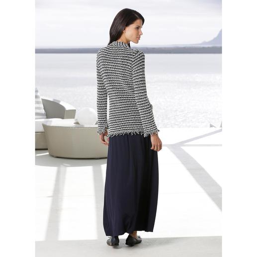Cardigan en maille bouclette ANNECLAIRE Aussi confortable et aérienne qu'une veste en maille bouclette peut l'être. À base de coton. Signé ANNECLAIRE.