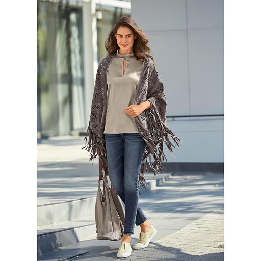Etole en cuir Cruse Le cuir, les franges, la dentelle : trois thèmes phare de la mode réunis sur une même étole.
