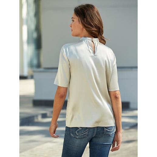 Blouse en soie Strenesse L'effet décontracté d'un T-shirt et l'élégance d'un chemisier : la blouse géométrique en soie par Strenesse.