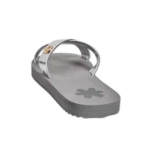 Mules Cross flip*flop® Tout le confort de véritables tongs, l'élégance en plus. Les mules Cross déclinées en deux teintes métallisées.