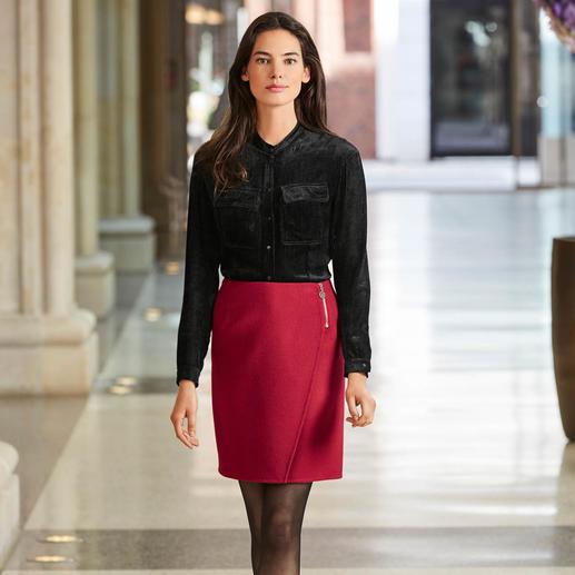 Jupe portefeuille Cacharel Difficile de trouver une jupe élégante si simple et si polyvalente, qu'elle peut se porter en toute occasion.