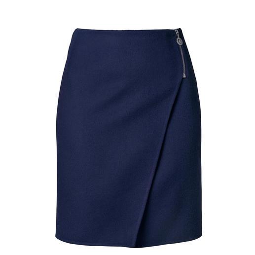 Jupe portefeuille Cacharel Difficile de trouver une jupe élégante si simple et si polyvalente, qui peut se porter en toute occasion.