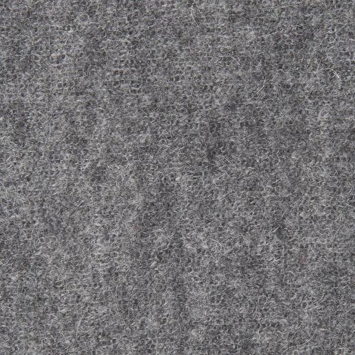 Pull en mohair avec top Twin-Set Rencontre de la grosse maille et de la dentelle. Bel effet de superpositions, par Twin-Set.