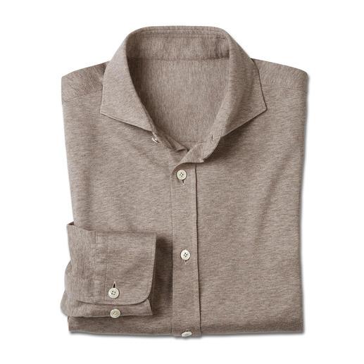 Aussi soignée qu'une chemise. Mais aussi confortable qu'un t-shirt. Aussi soignée qu'une chemise. Mais aussi confortable qu'un t-shirt. Par le spécialiste italien Tessilmaglia.