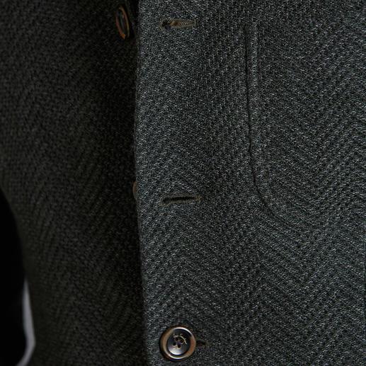 Veste folklorique en tricot Luis Trenker Beaucoup plus léger, plus confortable et à la coupe plus contemporaine et élancée. Par Luis Trenker.