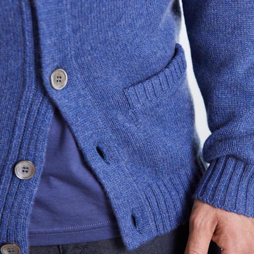 Cardigan en cachemire du jubilée Alan Paine Le poil de 4 chèvres cachemire se cache dans ce luxueux cardigan, tricoté à 6 fils.