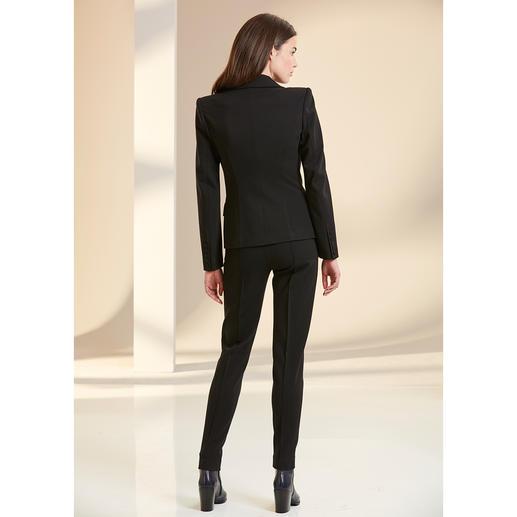 Blazer et pantalon tailleurs ou Robe noire Plein Sud Jeanius Le pantalon tailleur en luxueux jersey de viscose. De Plein Sud Jeanius, France. Une coupe ajustée féminine.