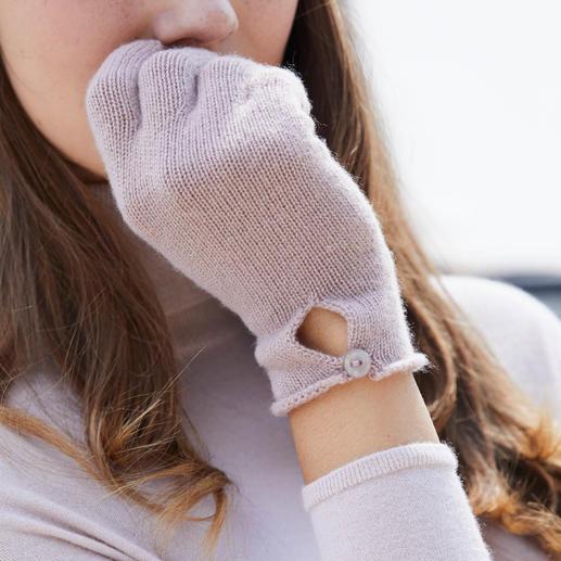 Béret, Gants ou Écharpe en cachemire Pratique, tendance. En pur cachemire. Béret basque, écharpe et gants signés Johnstons, Écosse.