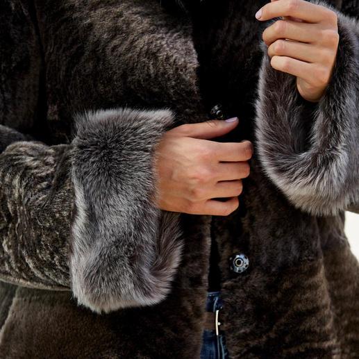 Manteau réversible en fourrure d'agneau Wunderfell Manteau réversible en agneau mérinos. Par Wunderfell, Munich.