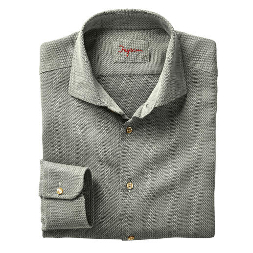 Votre chemise « entre-deux », parfaite pour le bureau et les loisirs. Votre chemise « entre-deux », parfaite pour le bureau et les loisirs. Par Ingram.