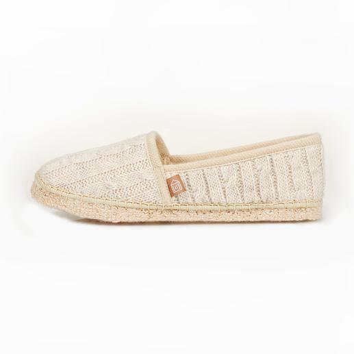 Chaussons en maille torsadée [espadrij] Les espadrilles : la chaussure de vacance par excellence devient un chausson élégant. De [espadrij].