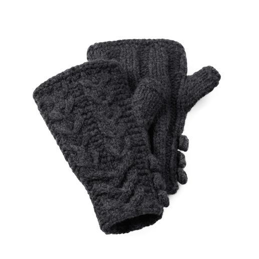 Mitaines Eribé en laine d'agneau « motif à torsades » Tricotée main en Écosse – chaque mitaine est unique. Motif à torsades traditionnel.