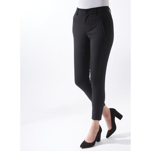 Pantalon chino Strenesse La manière élégante de porter un pantalon chino. Tissu noble. Coupe féminine. De Strenesse.