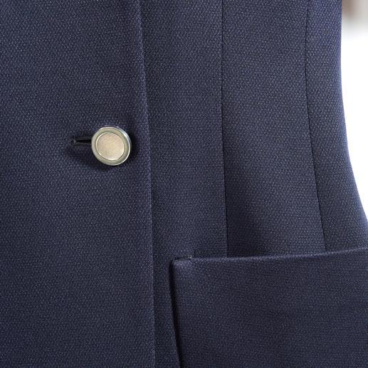 Caban Long Blazer Strenesse Classique sportif et article tendance élégant à la fois. Passez du Caban au long blazer. Par Strenesse.