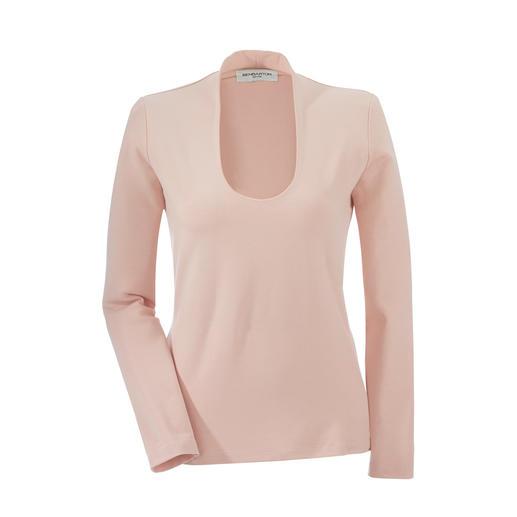 Shirt idéal sous un blazer En viscose souple. Encolure profonde, col raffiné.
