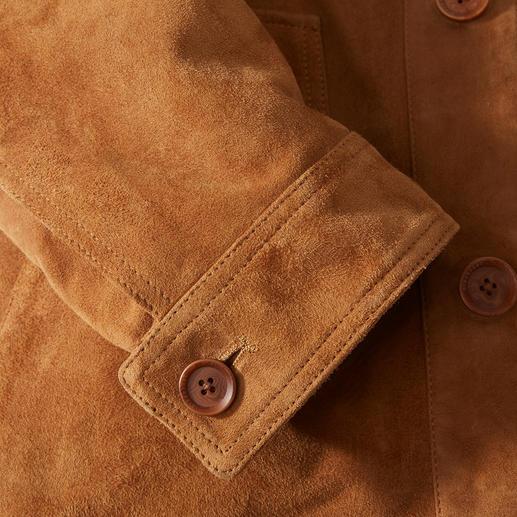 Veste en cuir chèvre velours Lagerfeld La meilleure veste en cuir pour l'été est en doux chèvre velours. Aéré, léger, car sans doublure. De Lagerfeld.